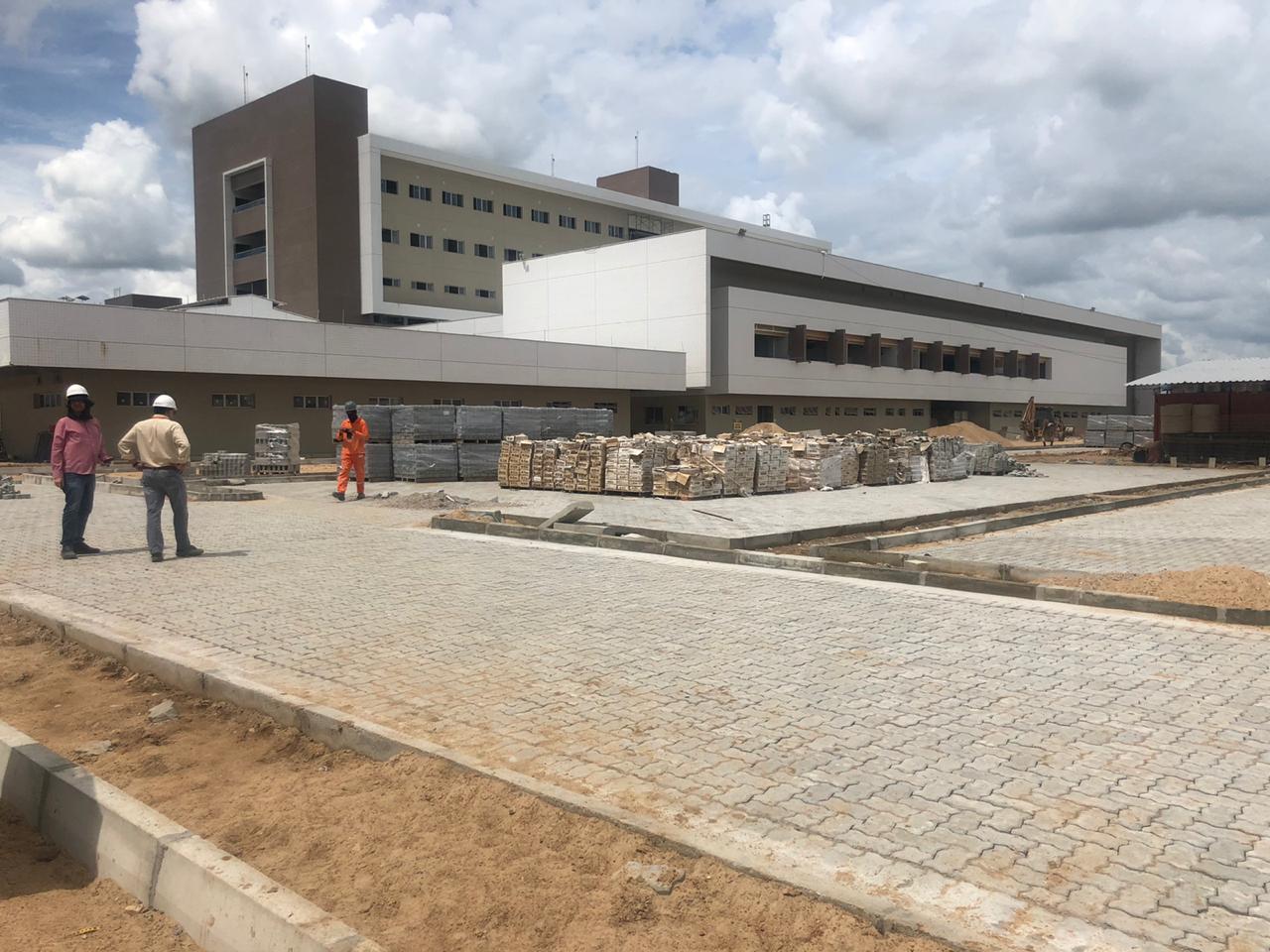 Com 80% de execução, Hospital Regional do Vale do Jaguaribe se aproxima da etapa final de obras
