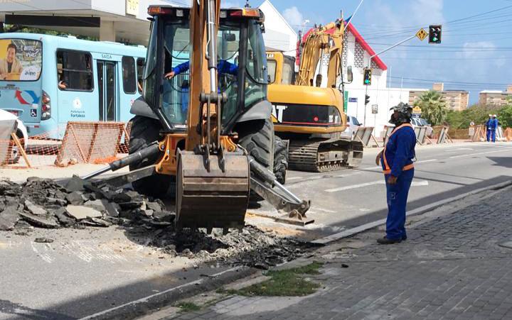 Trecho da Av. Leste-Oeste está liberado; obras avançam no cruzamento Dom Manuel x Monsenhor Tabosa